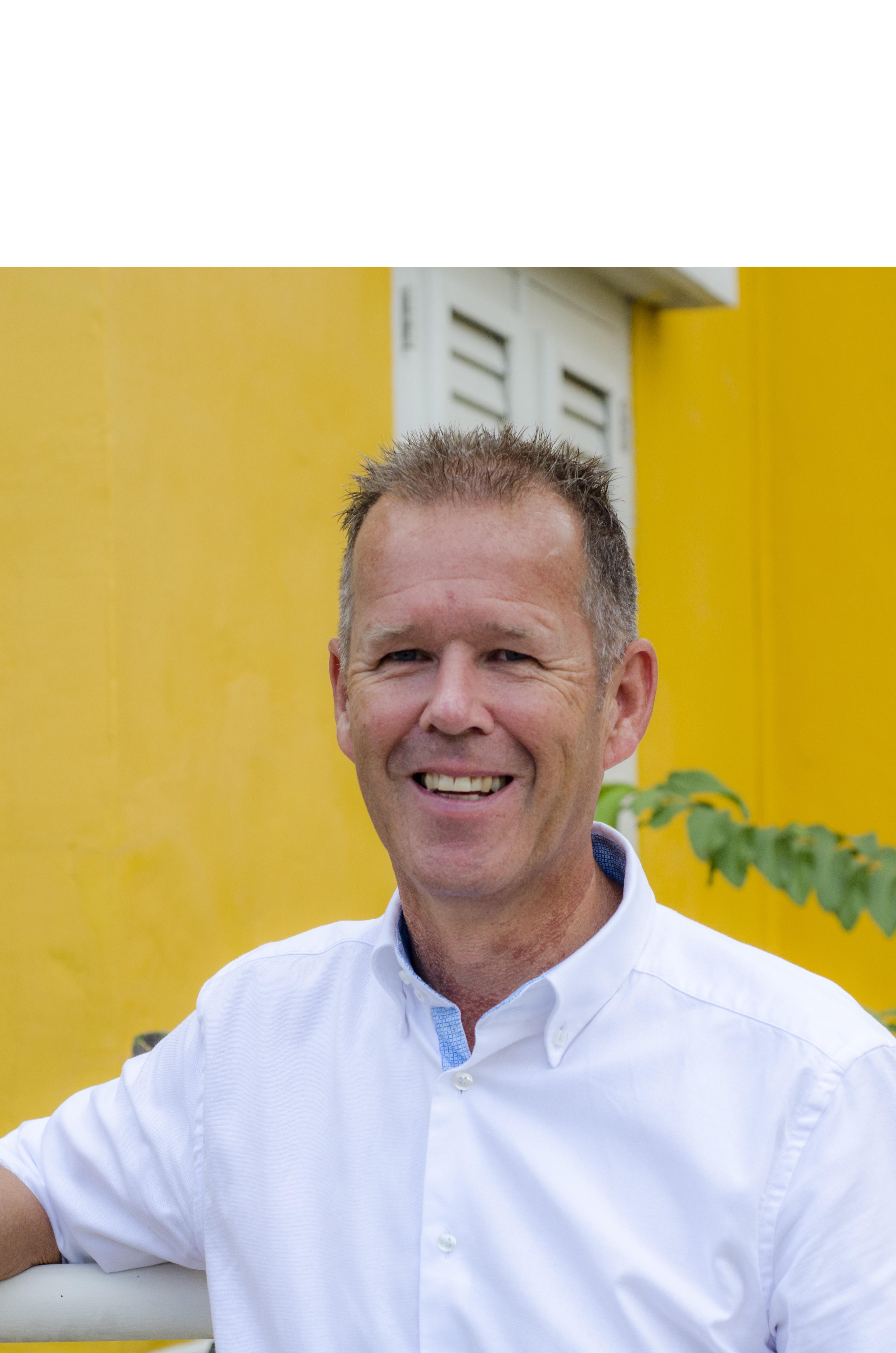 Oud-cursist nu makelaar op Curacao